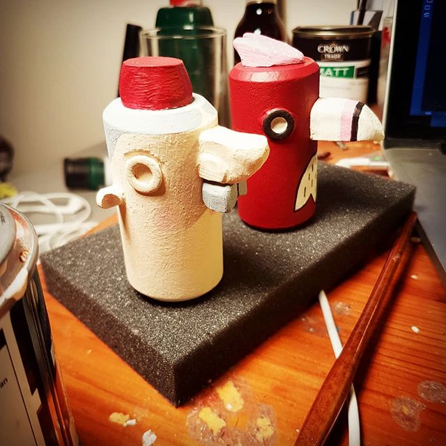 One man and his bird!  Painting shakers for the new minis collection 🎨🔍 #wip #minishakers #papagabbo #creativeedi #handmadeinstruments #woodwork #handmadeart #fez