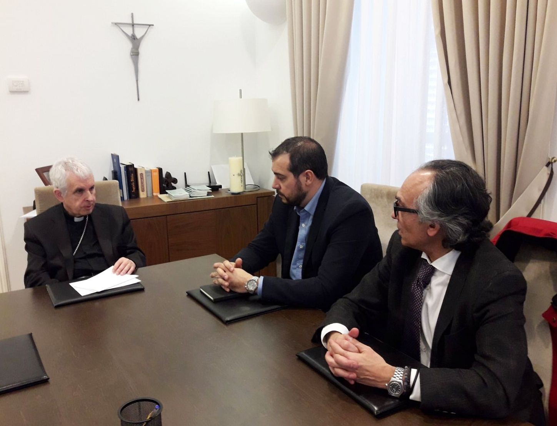 El Obispo D. Luís, Celso González y Mario Cardama reunidos.