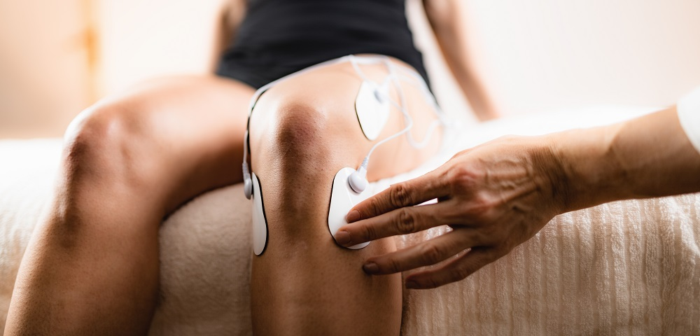 knee-physical-therapy-with-tens-electrode-pads-WBFY9TU.jpg