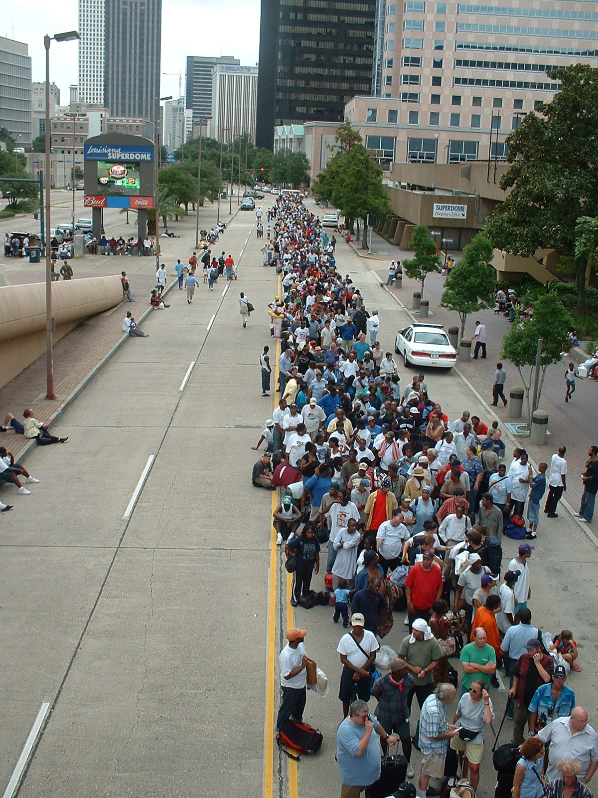 People_lining_up_for_shelter_in_Superdome_in_New_Orleans.jpg