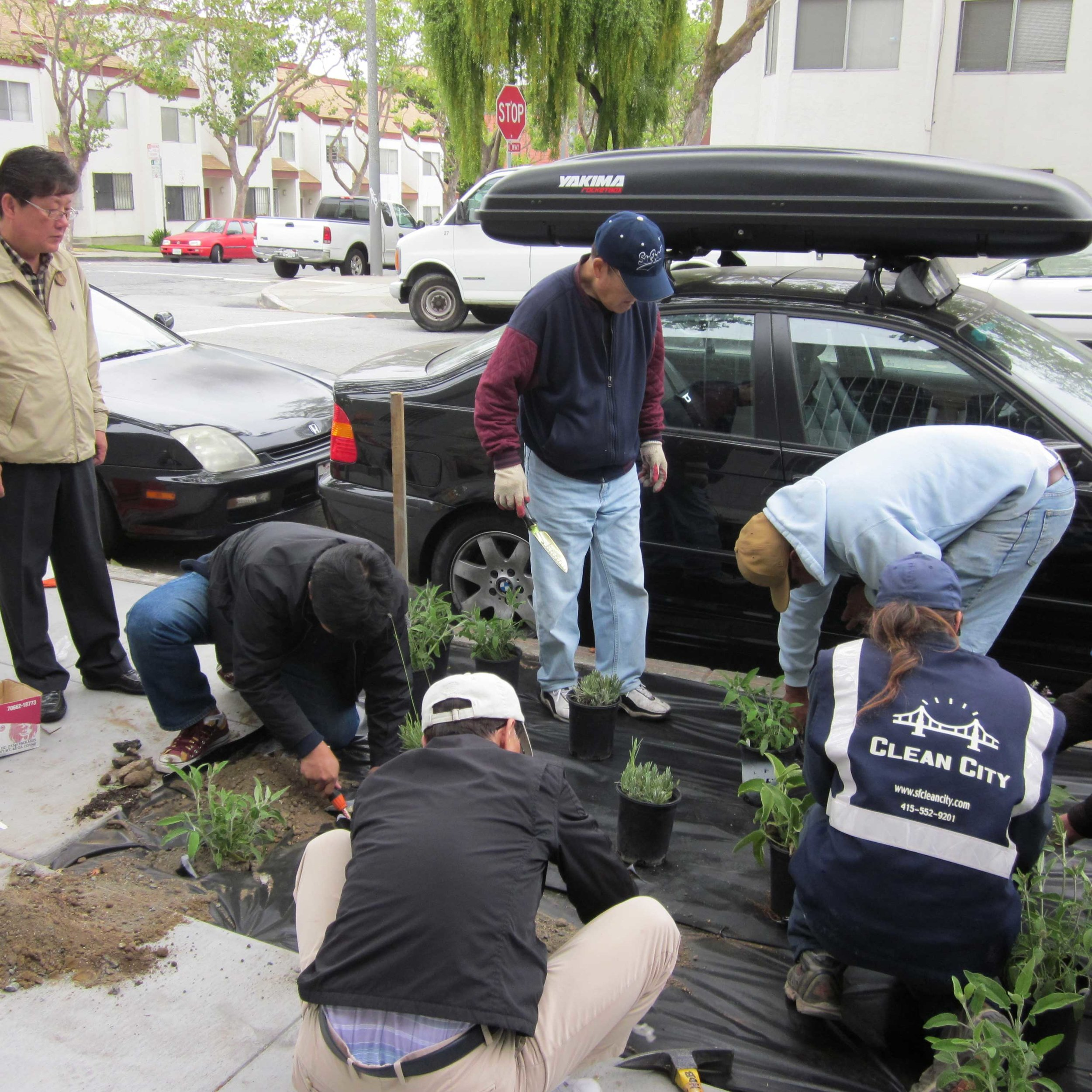 Sidewalk-Garden-Planting-at--Korean-American-Center-copy.jpg