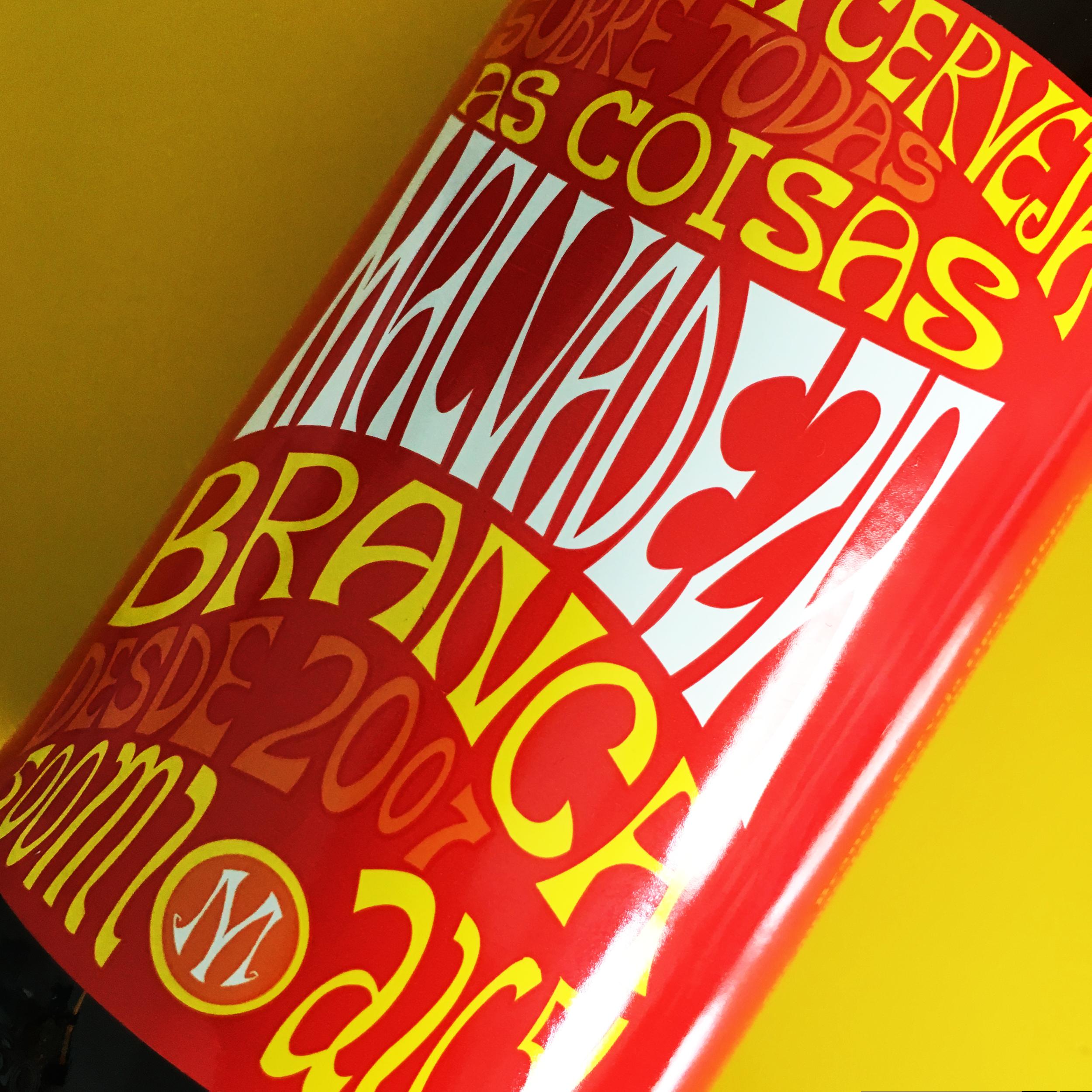Malvadeza Branca - Cerveja de alta fermentação Tipo witbier, com cor amarela pálida. Sabor leve e bem refrescante, com notas de coentro e abacaxi no final. além de Notas de cravo devido ao tipo de fermento. Teor Alcoólico 5%