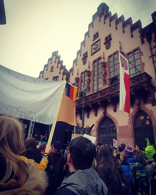 #fridaysforfuture #schoolstrike4climate protest reaches #Frankfurt city hall. #protest #cityhall