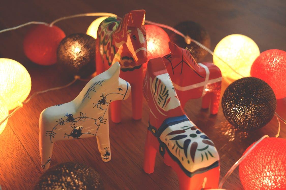 dala-horse-dalahast-dalecarlian-horse-night-84023.jpg