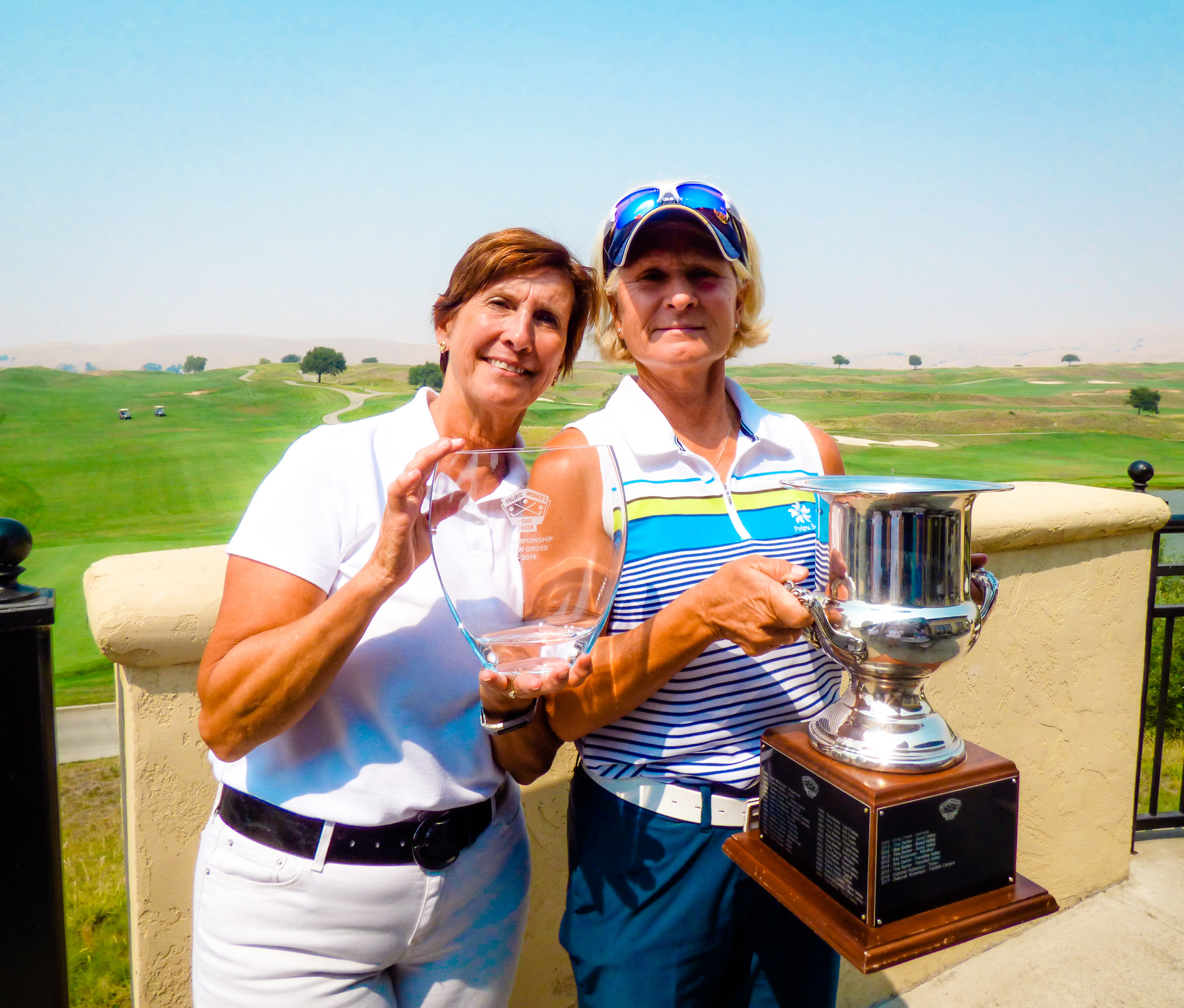 From left to right: Lynn Harvey, PWGA President, and Cindy Aafedt, PWGA Open 2018 Winner