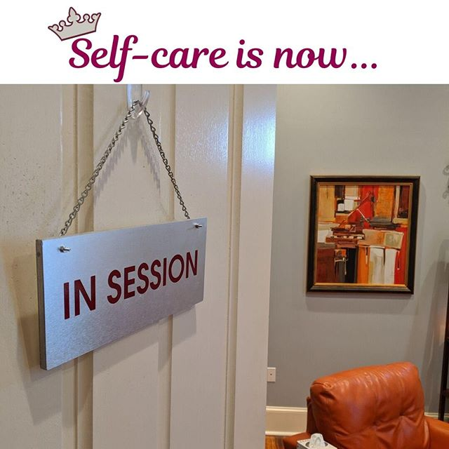 #selfcare #insession 👑⠀ -⠀ -⠀ #theratique #metime #mentalhealth #counseling #counselingnola #nolacounseling #wellness #nolawellness #letyourcrownshine #4440canalstreet