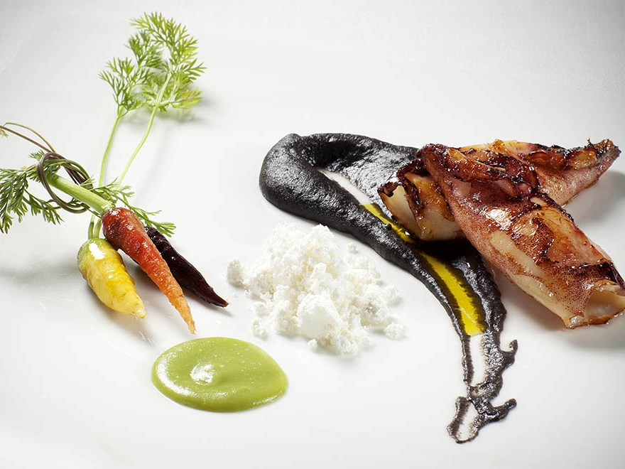 Lulas com duo de purés, legumes da horta e pó de azeite - 2014