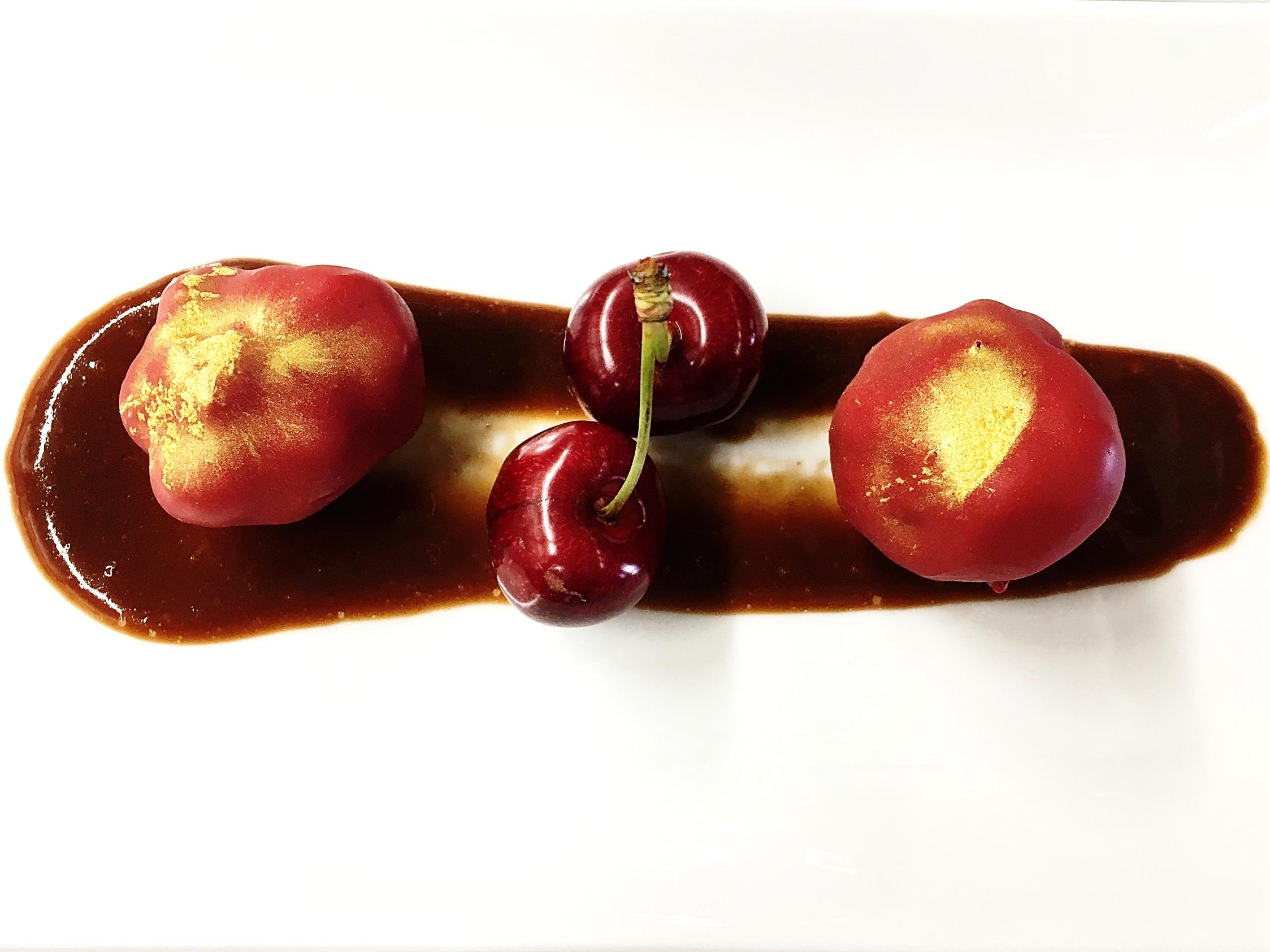Bombons de chocolate branco e foie-gras recheados com cereja de Alfândega da Fé - Ano 2017