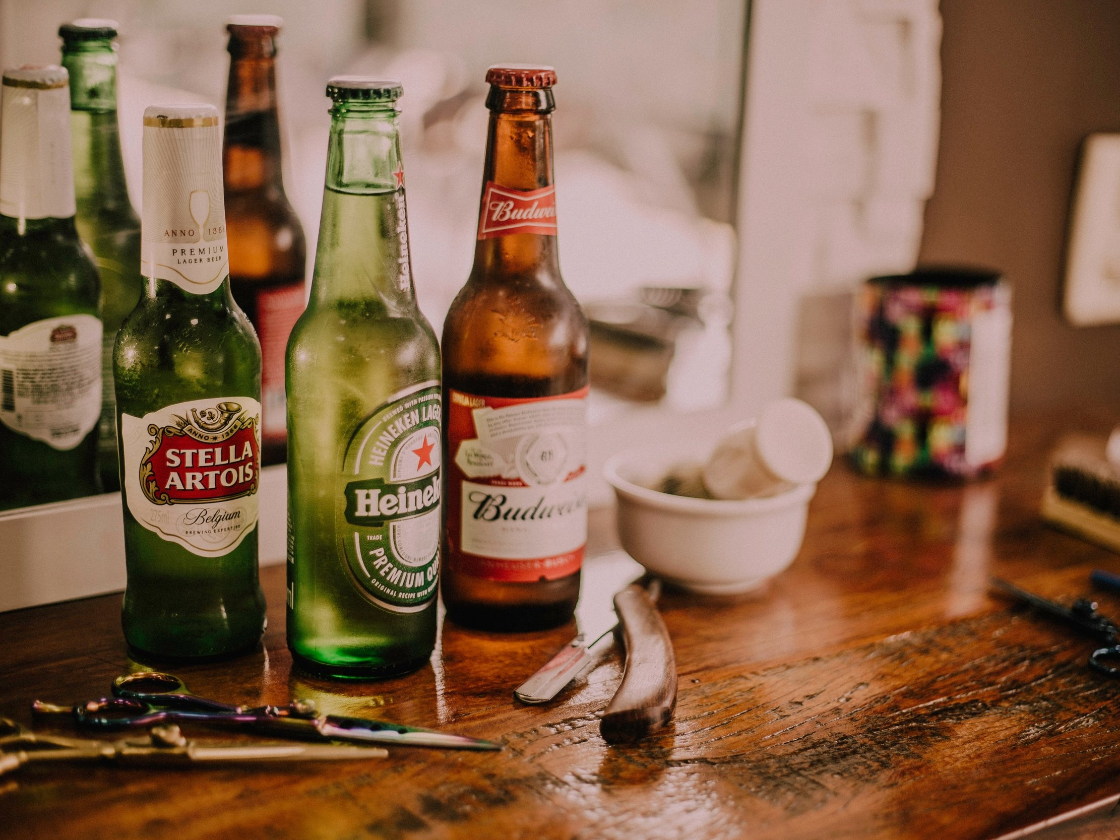 alcohol-alcoholic-beverage-bar-667986.jpg