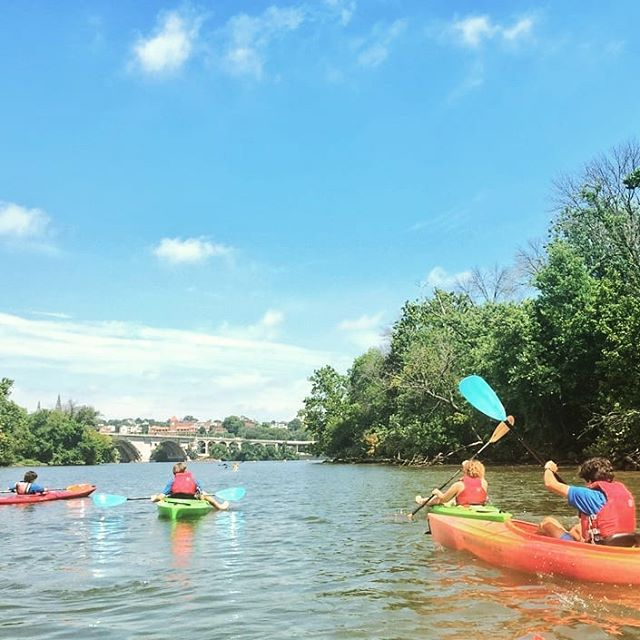 🚣‍♂️🚣‍♀️ Paddling into the weekend!👍😊 Reserve your Sidwell Summer spot now at SidwellSummer.org! #SidwellSummer19