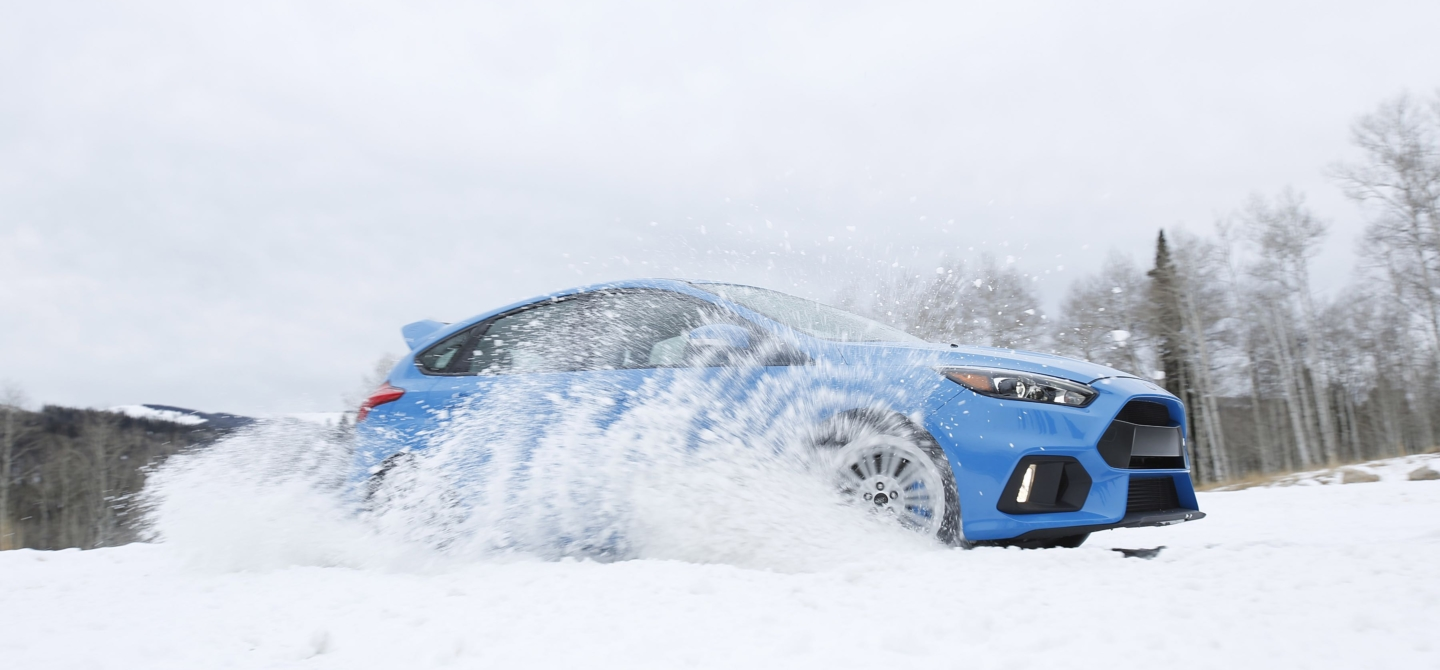 2017-ford-focus-rs-drift-stick-snow.jpg