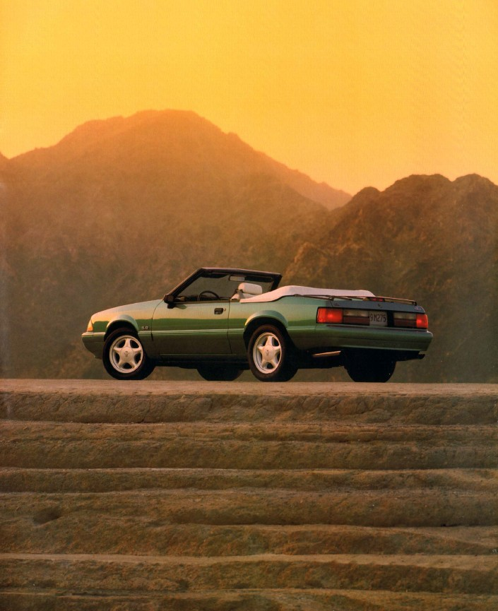 1993-ford-mustang-brochure-05.jpg