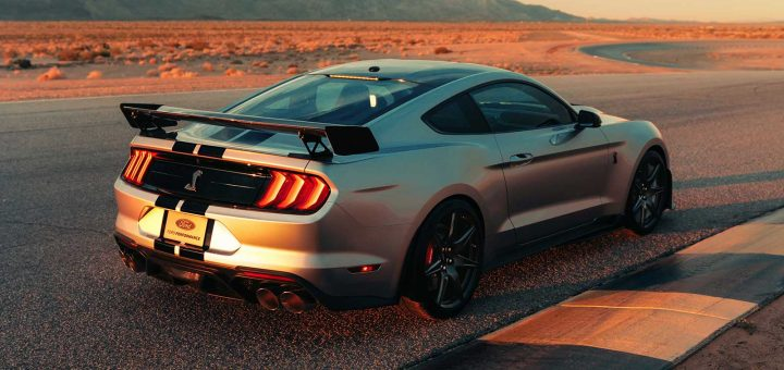 2020-ford-mustang-shelby-gt500-race-track.jpg