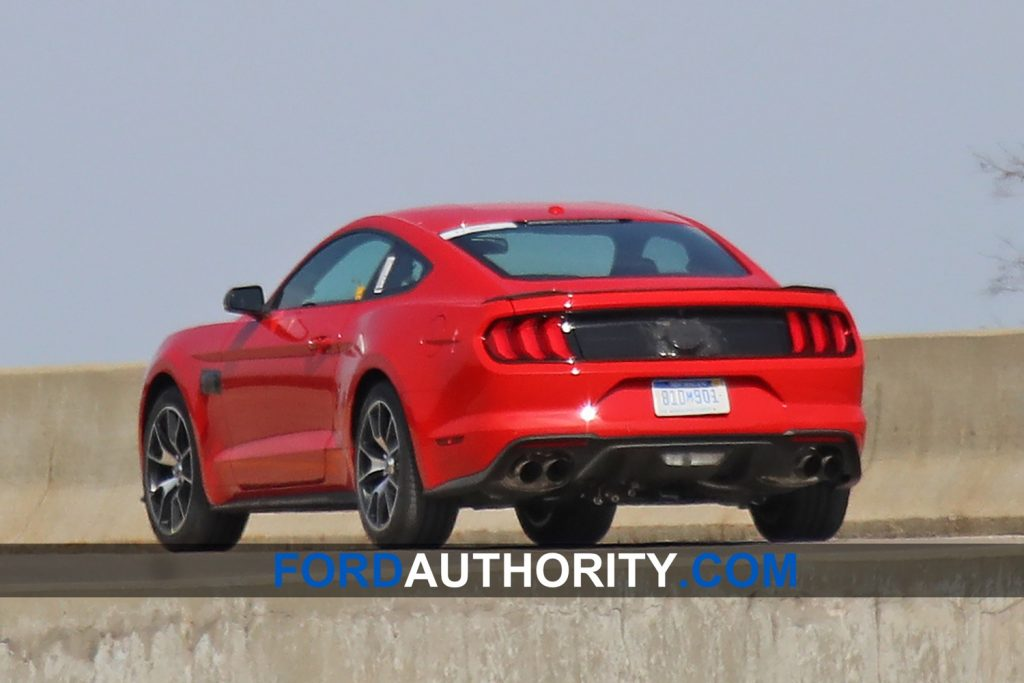 2020-ford-mustang-svo-spy-shot-02.jpg
