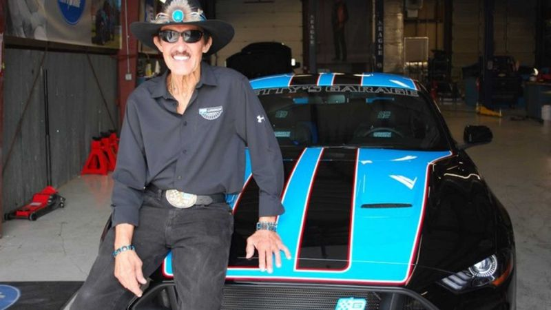 2019-ford-mustang-pettys-garage-warrior-edition-richard-petty.jpg