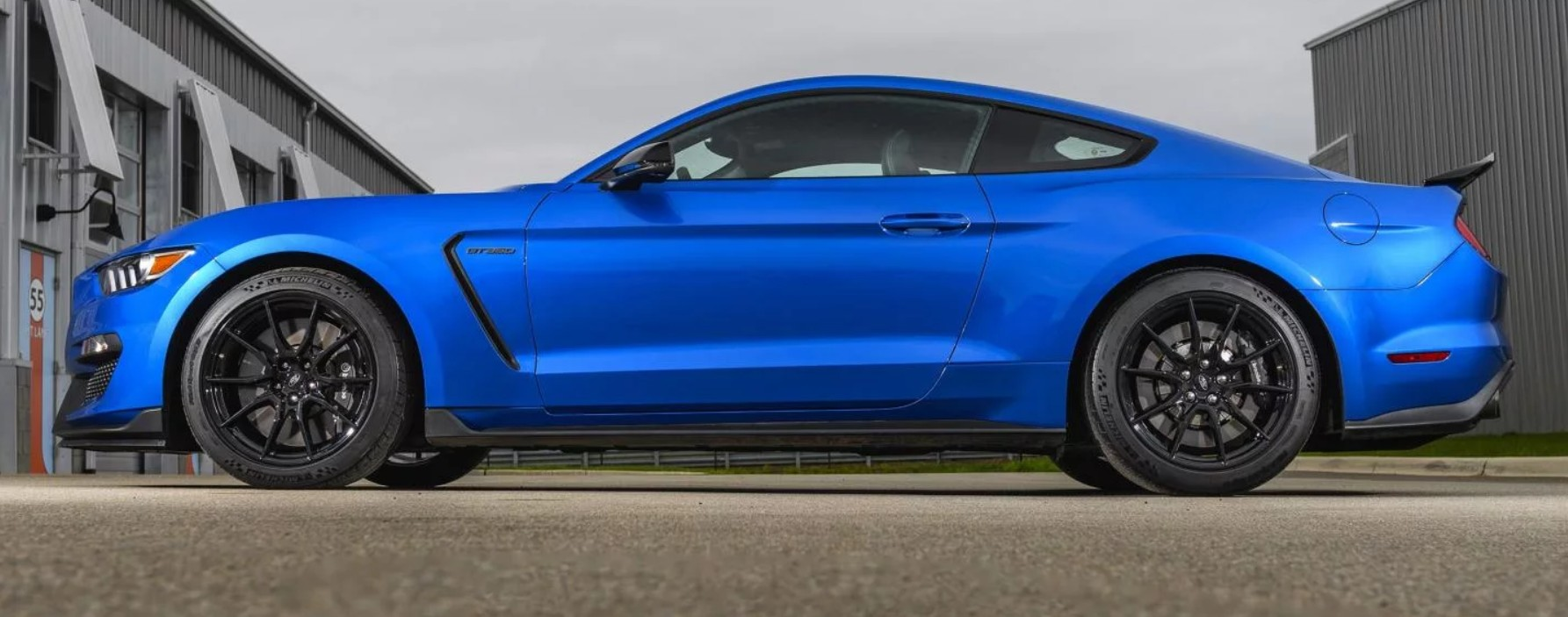 2019-ford-mustanf-shelby-gt350-turnology.jpg