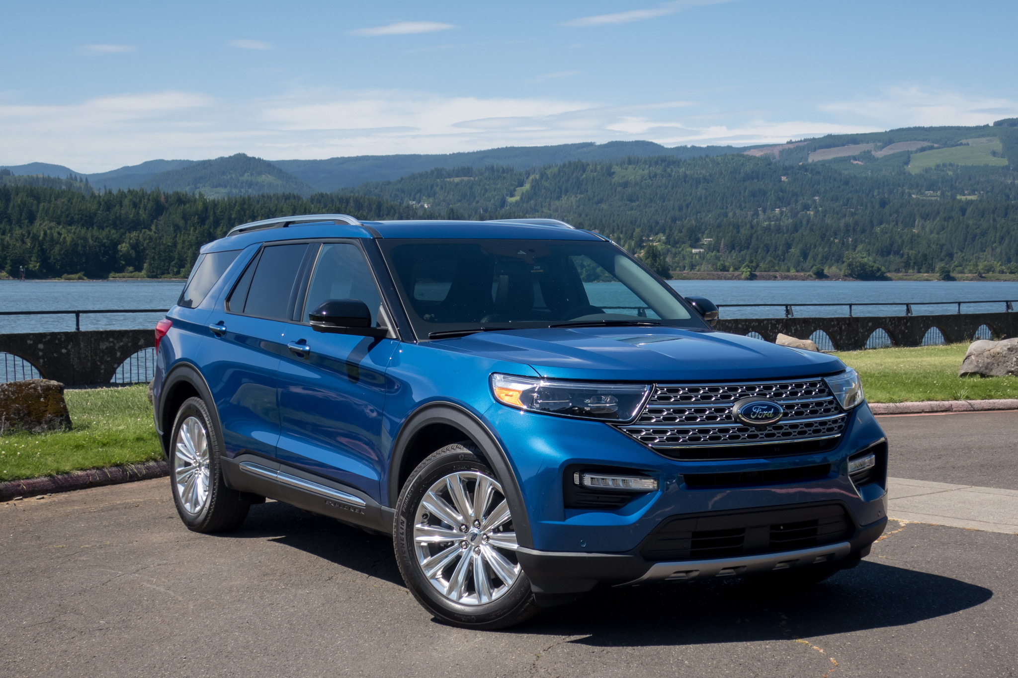 2020-ford-explorer-hybrid-brian-wong-cars-com.jpg