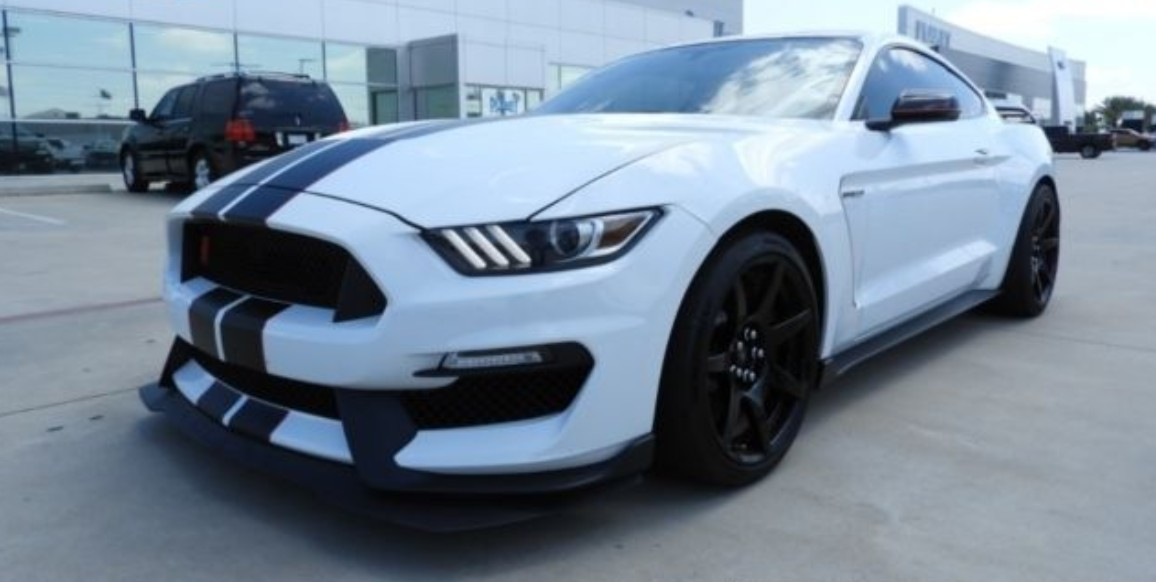 2016-ford-mustang-shelby-gt350r-planet-ford.jpg