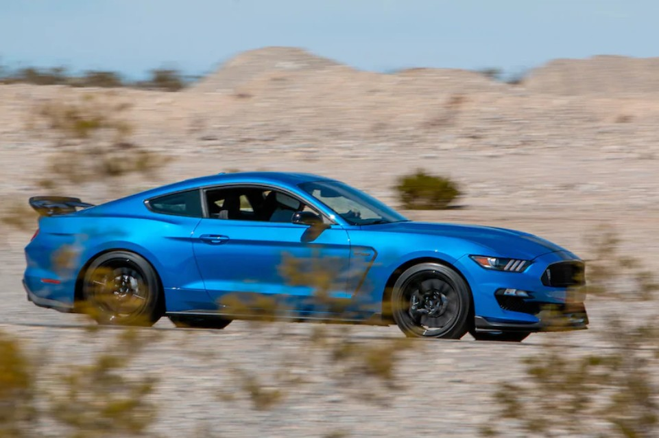 2019-ford-mustang-shelby-gt350-sibling-rivalry.jpg