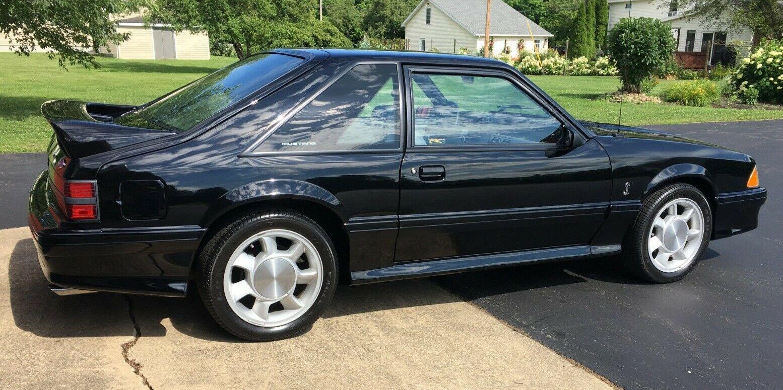 1993-ford-mustang-svt-cobra-668-miles.jpg
