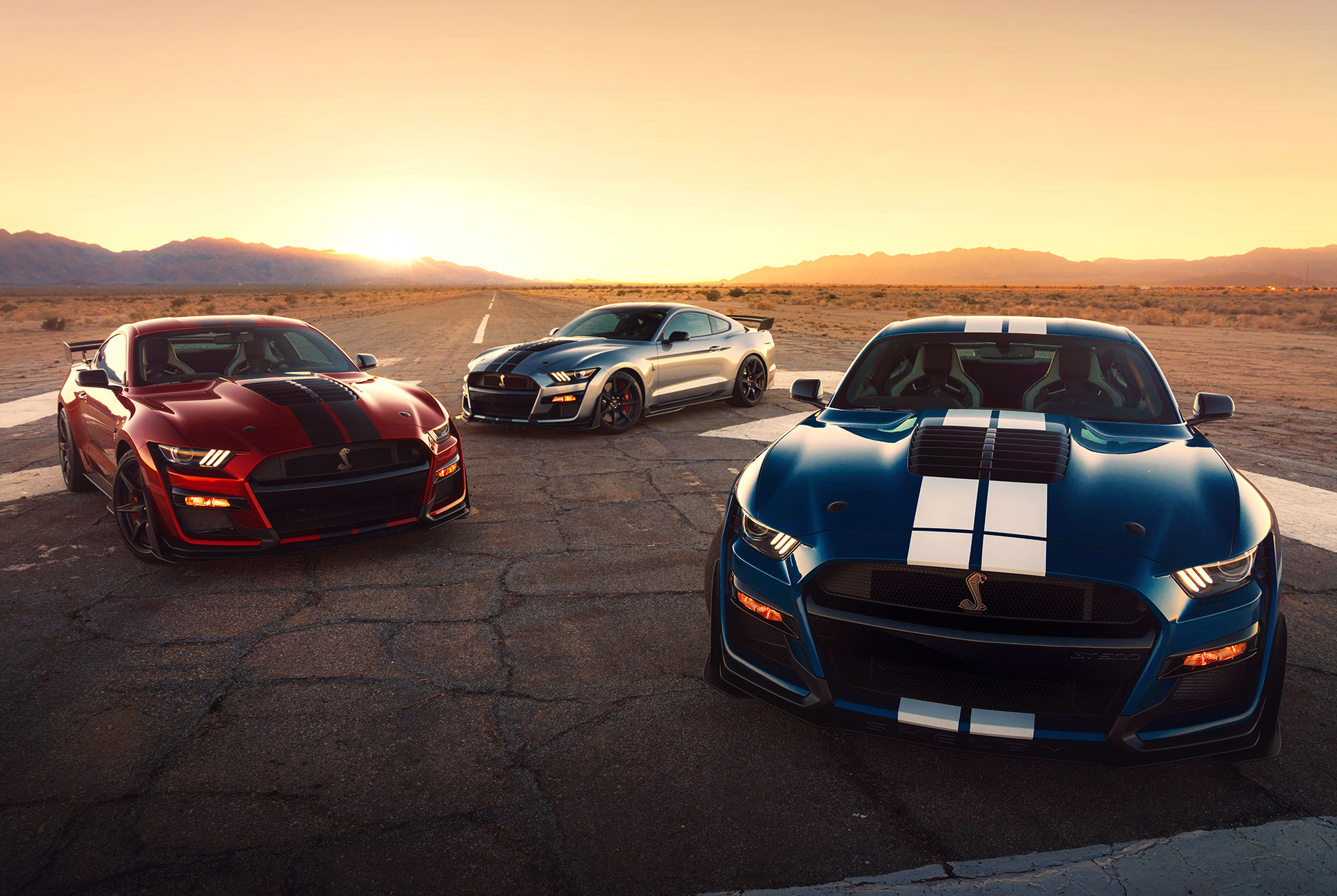 2020-ford-mustang-shelby-gt500-racing-stripes-gear-patrol.jpg