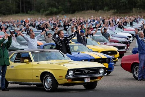 ford-sets-new-world-record-for-largest-mustang-parade-2019.jpeg