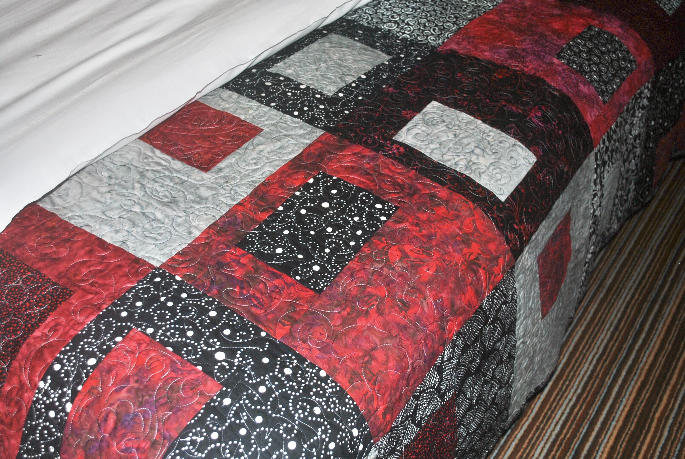 Free motion quilting on large block quilt