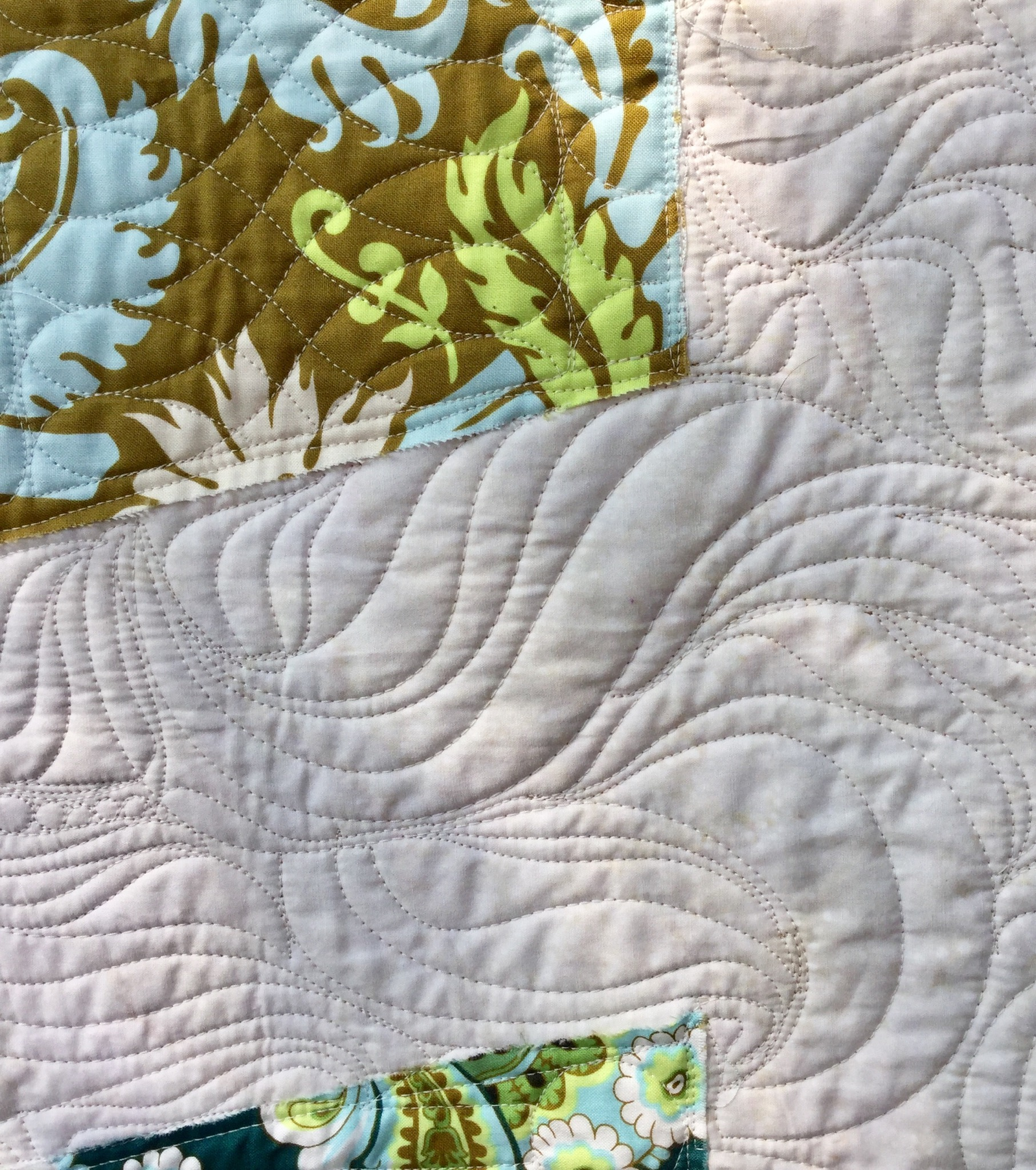Free motion quilting on Tumbler quilt