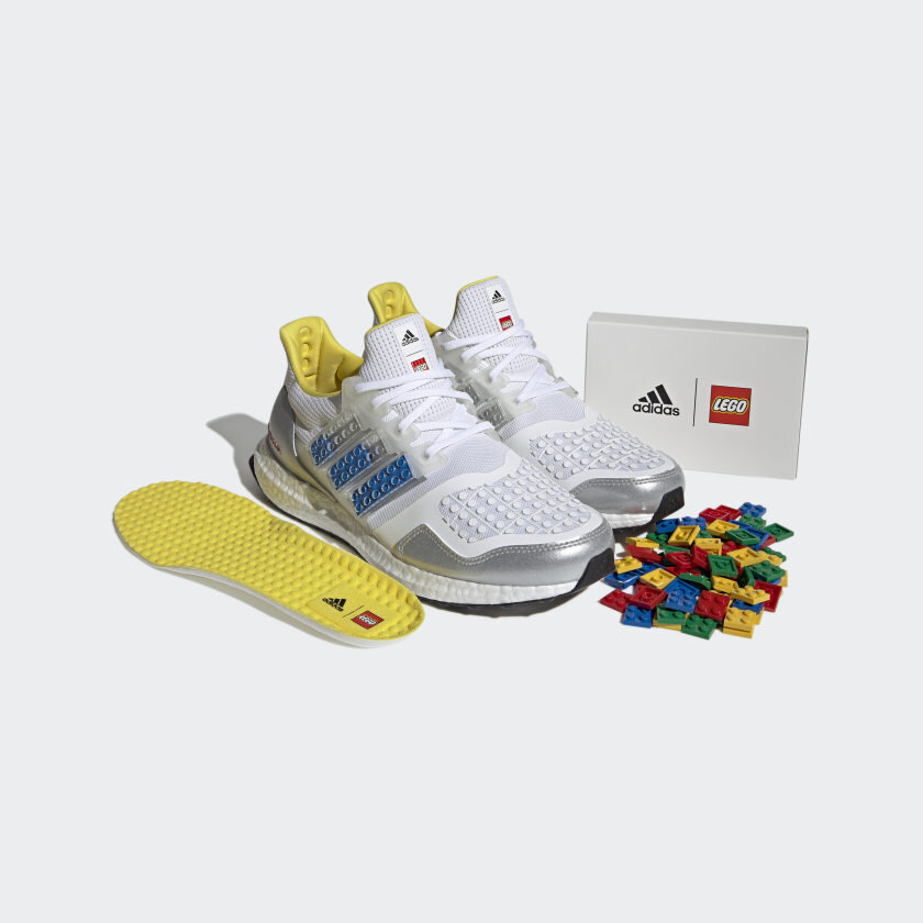 adidas_Ultraboost_DNA_x_LEGO(r)_Plates_Shoes_White_FY7690_011_hover_standard.jpeg