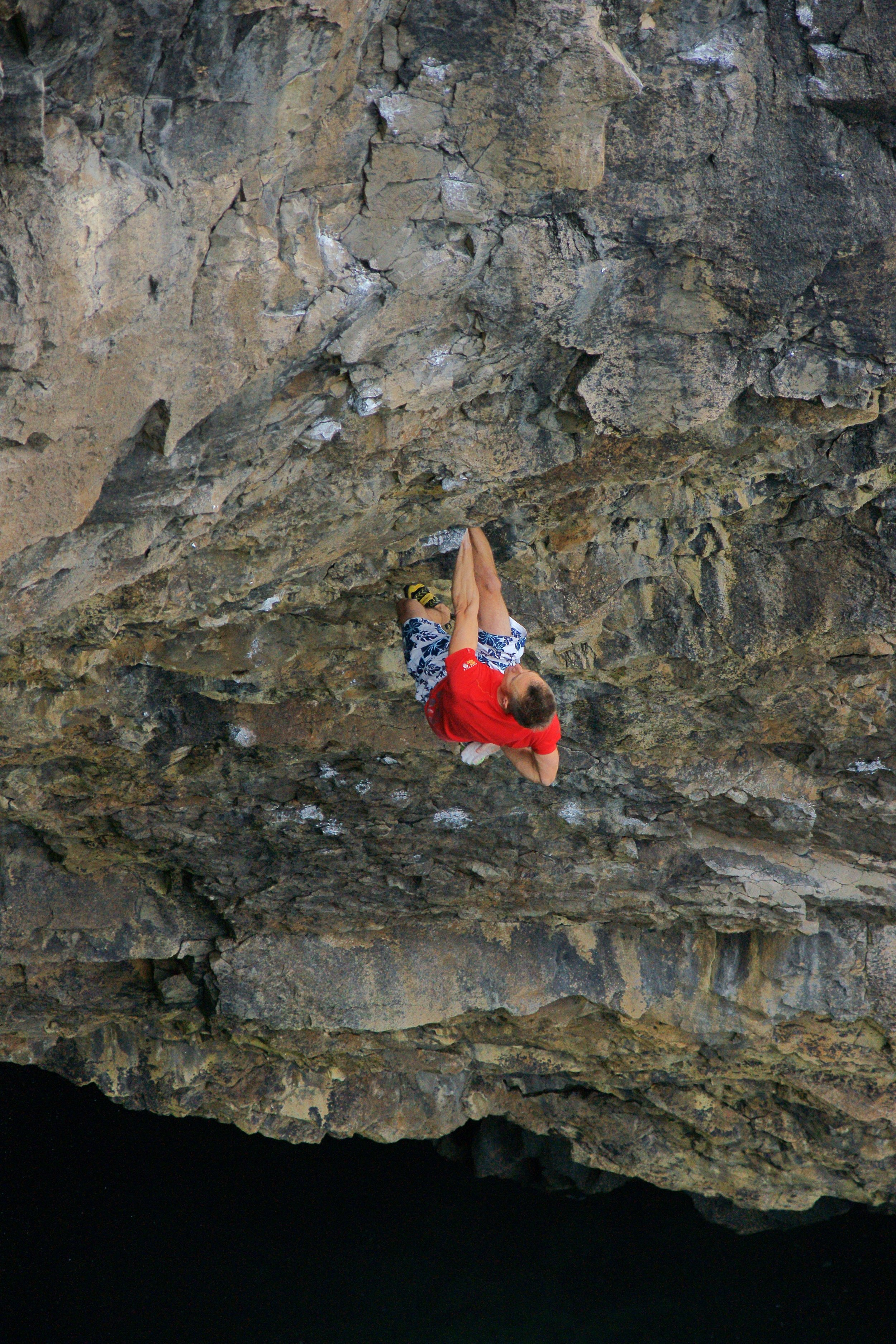 Submariner 7c, Hollow Caves Bay. First Ascent.  Photo: Mike Robertson