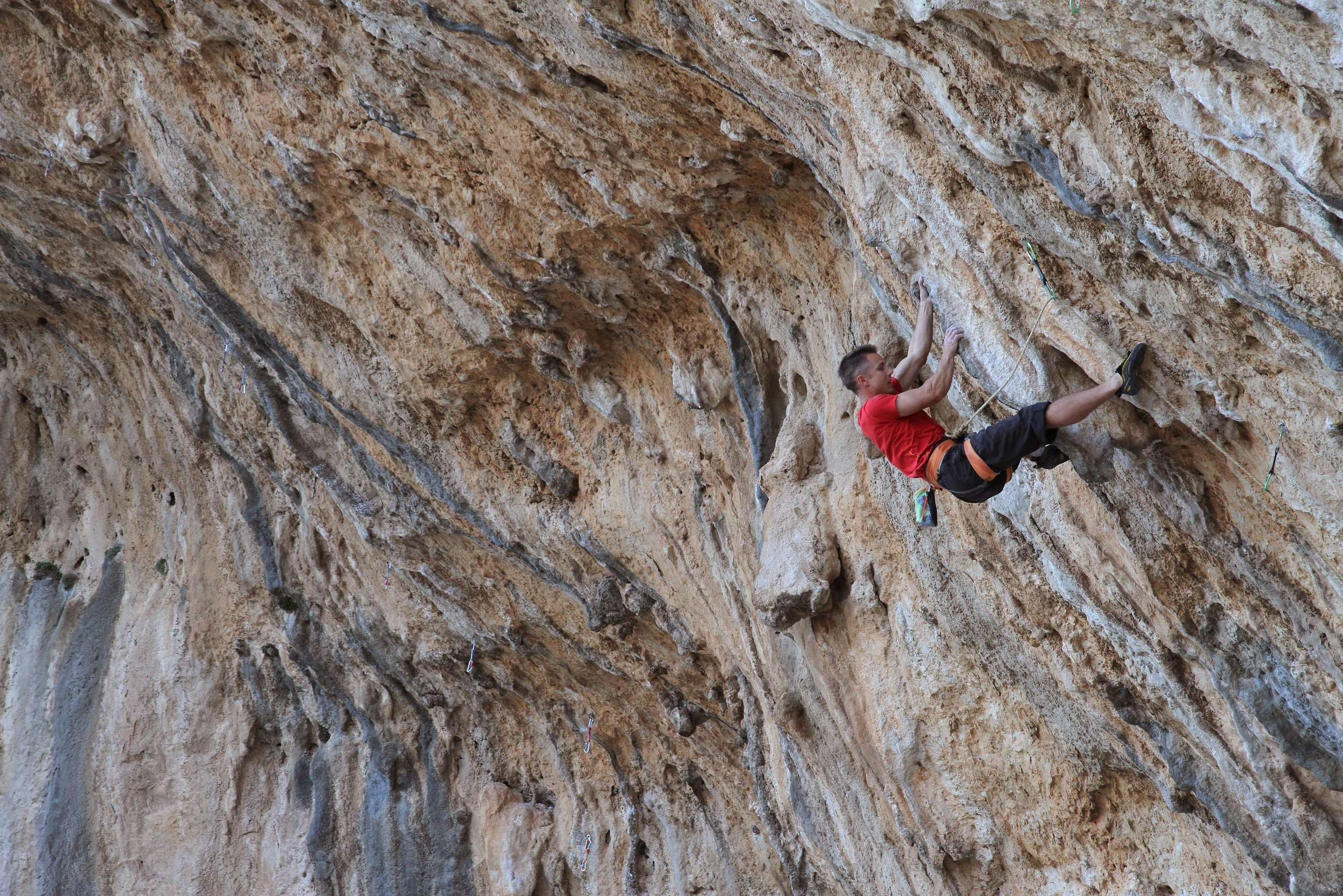 Tyrant 8a/+, ET Cave, Kalymnos.  Photo: Simon Kincaid