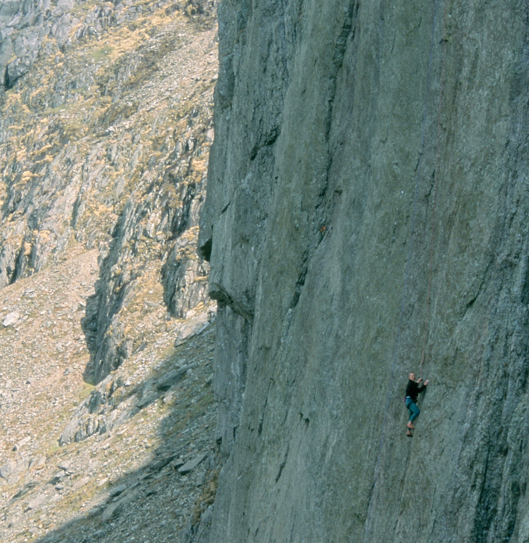 Indian Face E9 6c, Cloggy, UK. This ascent in 1995.  Photo: Gresham collection
