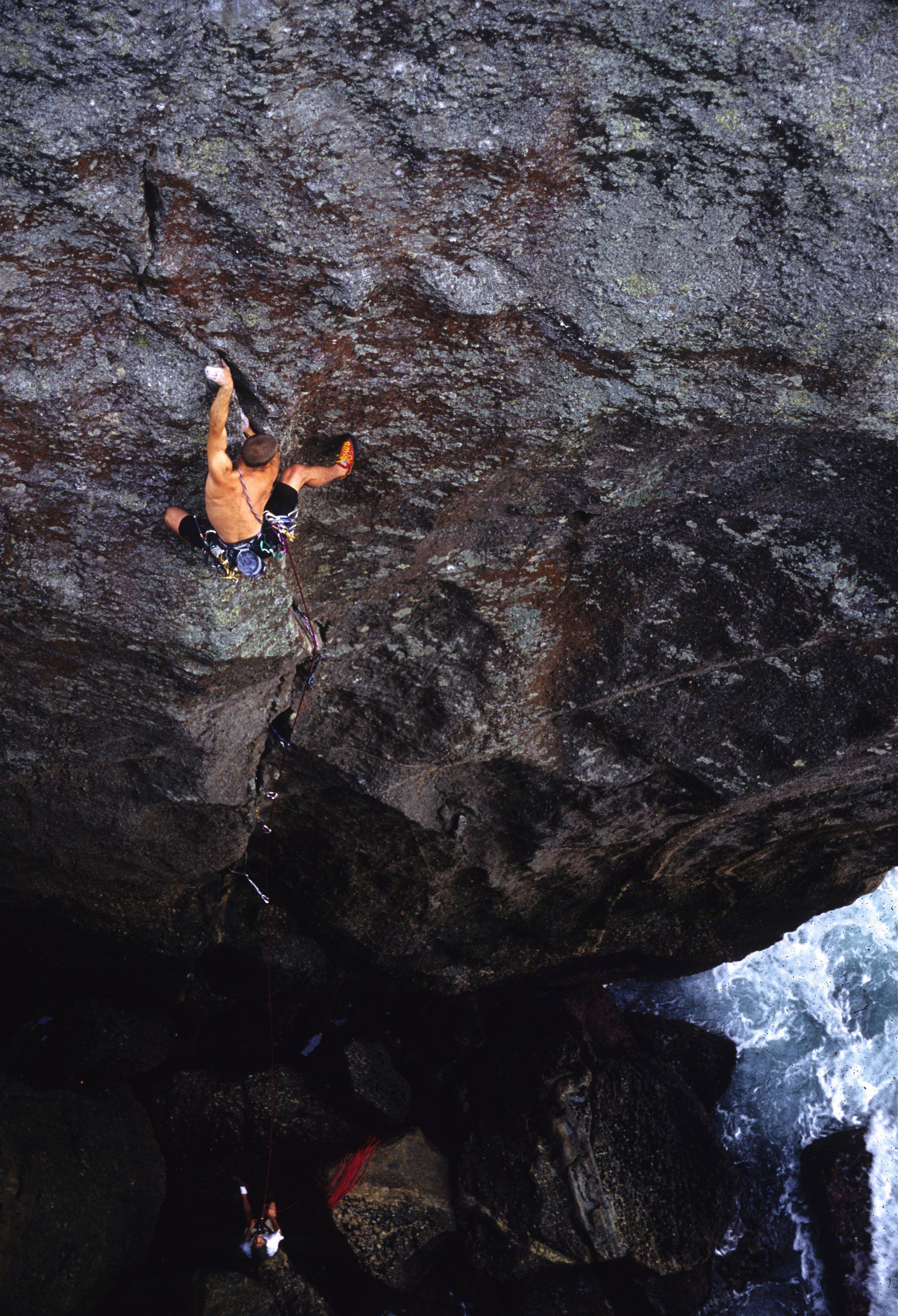 Kryptonite E7 6b, Itaquatiara. First ascent in 2000.  Photo: Mike Robertson