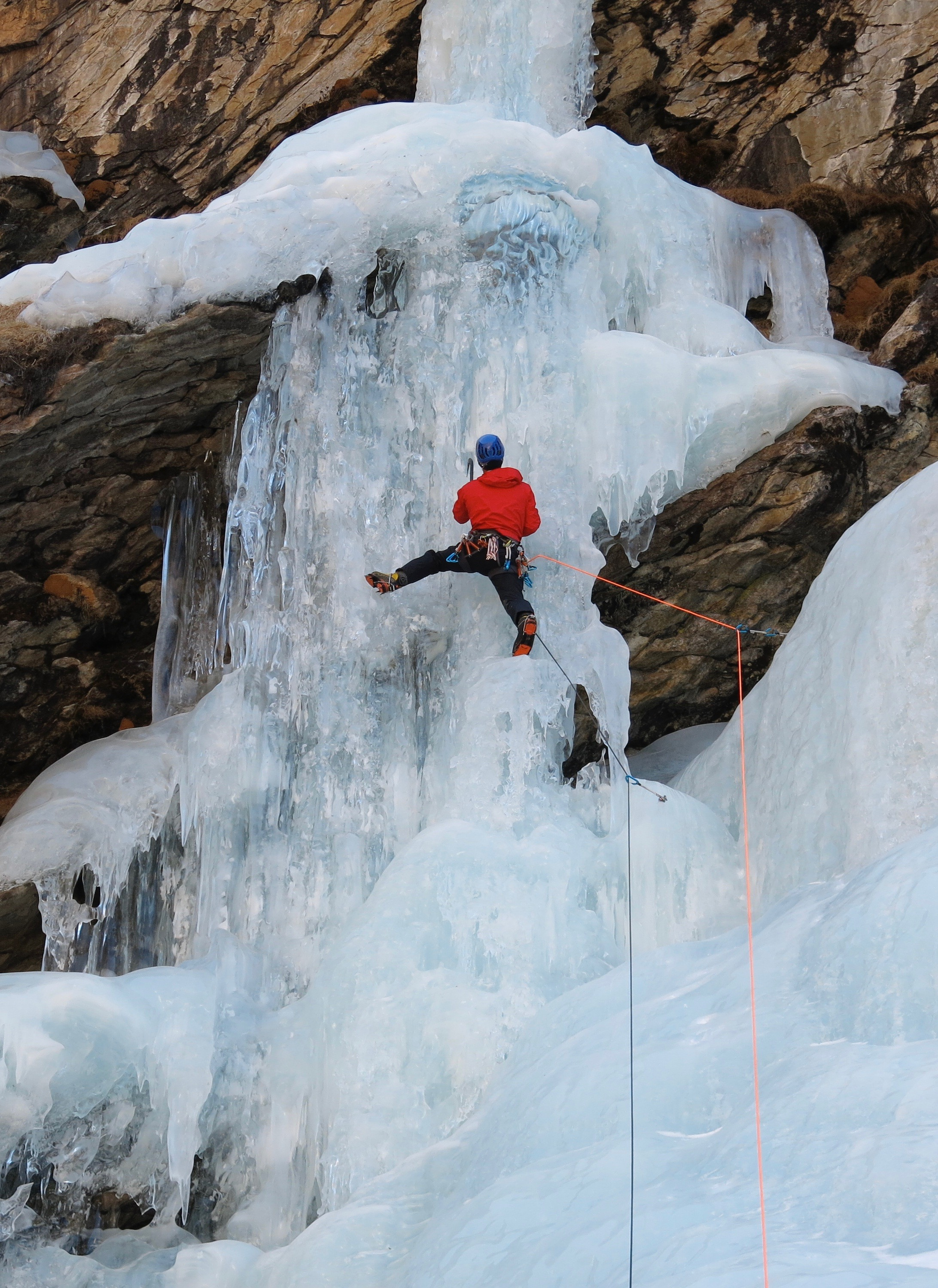 Splashdown WI 6, Rowaling. Pitch 1. First ascent in 2013  Photo: Gresham collection