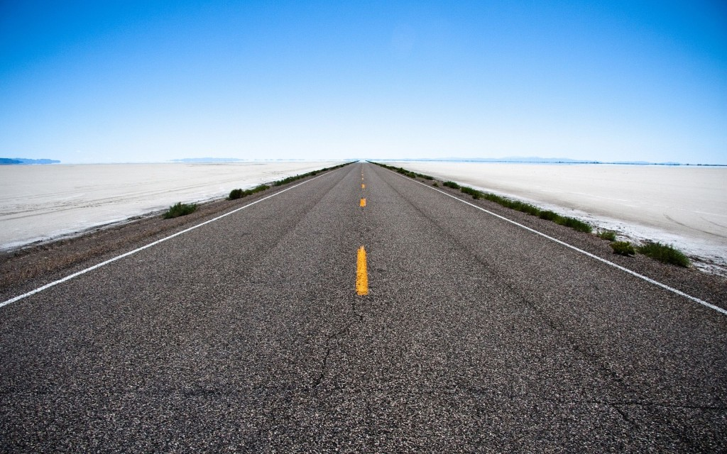 empty_road_in_the_desert-wide.jpg