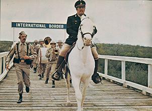 Viva Max, crossing the US border