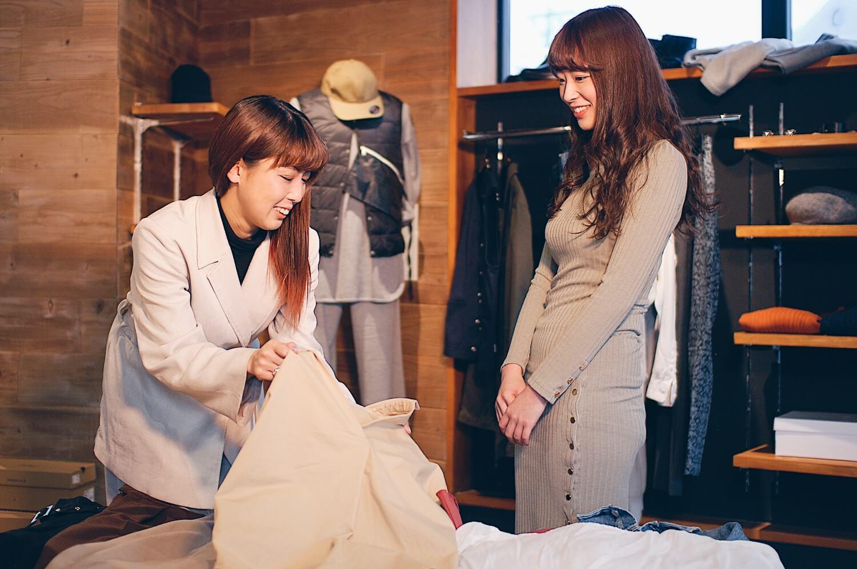 ファッションセッションでやっとわかる自分に似合う服 - セッションは少人数制で、私服をチェックしながらの「断捨離」や、アーティストと一緒に様々なテイストのコーデを組んでいきます。