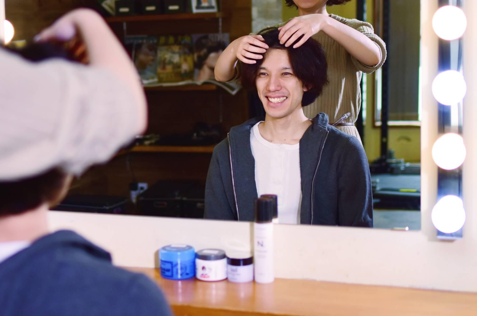 男は素顔が勝負。素顔を磨くメンズヘアメイクセッション - スキンケアや眉毛カット、自分の顔型に似合うヘアセットの方法、さらにビジネスやアウトドアなどシーン別のバリエーションなど、第一印象で好感持たれる術を学びます。清潔感とオーラが手に入ります。