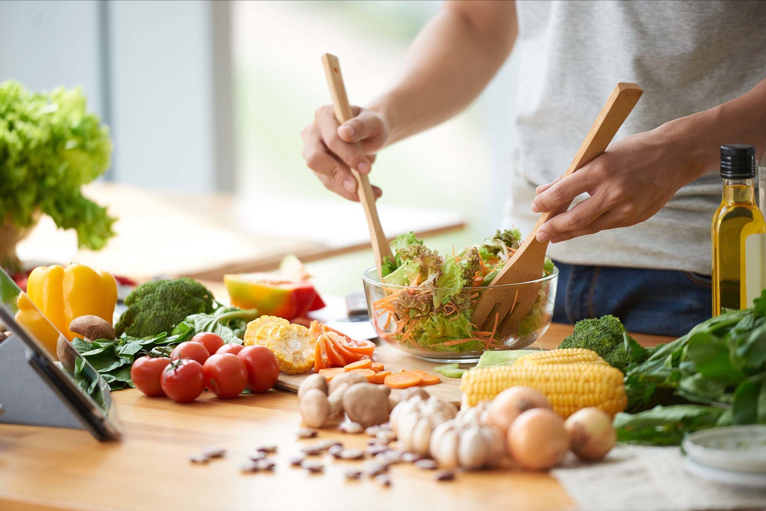 キッチンに立つ回数を増やし料理男子、料理女子に。 - 減量、増量に欠かせなくなってくるのが食事。でも家でもろくに料理なんてしないし、身体を意識した食事なんてもってのほか…そんな時もアーティストに相談。アーティストはあなたに食事の提案から、誰でも出来る簡単な料理をレクチャーしてくれます。ボディメイクが目的の料理のはずが、気付くとクオリティが上がり、料理が趣味になる人も多くいます。