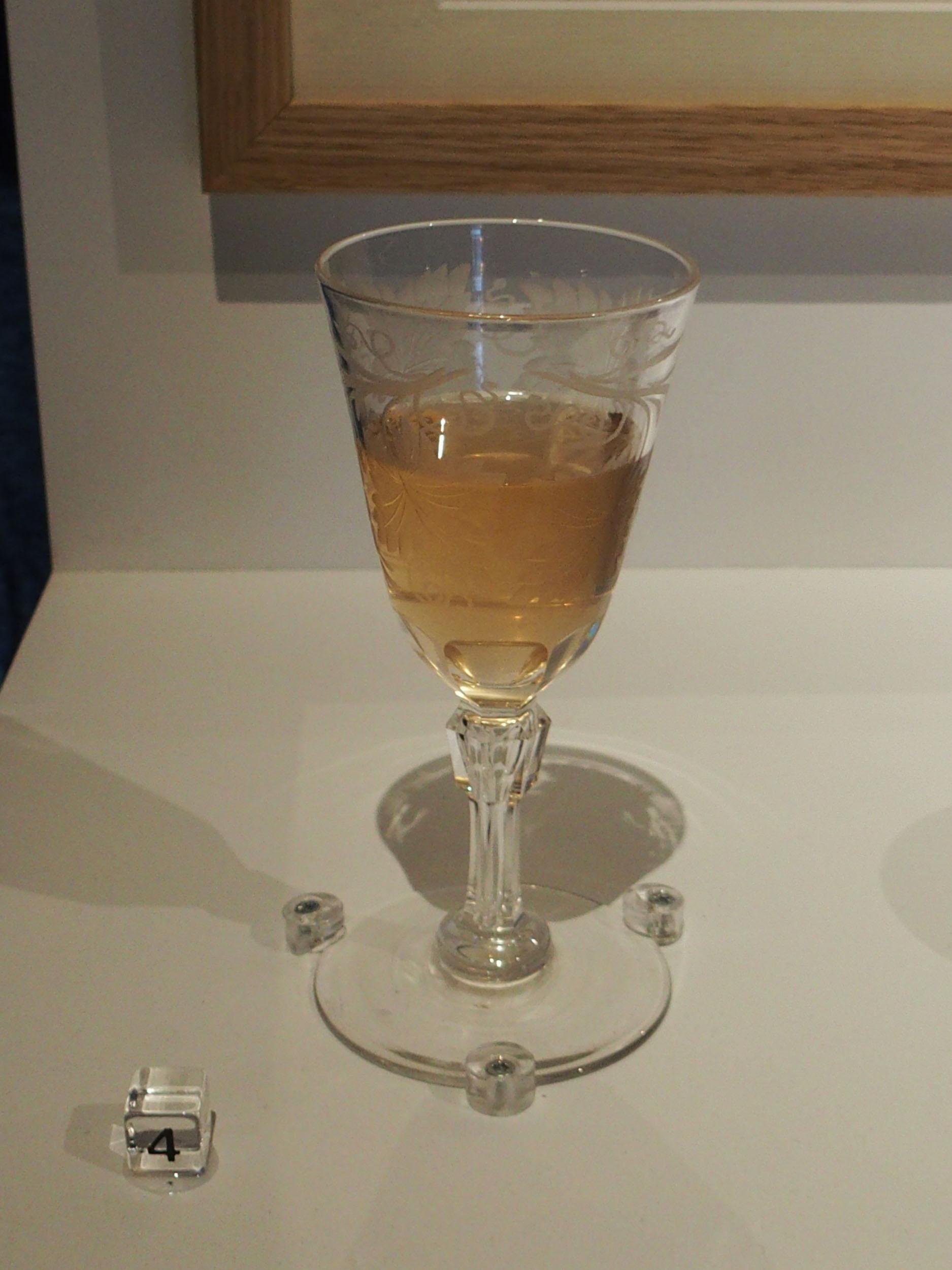Image 4: Viola Odorata installation - violet syrup smell sample