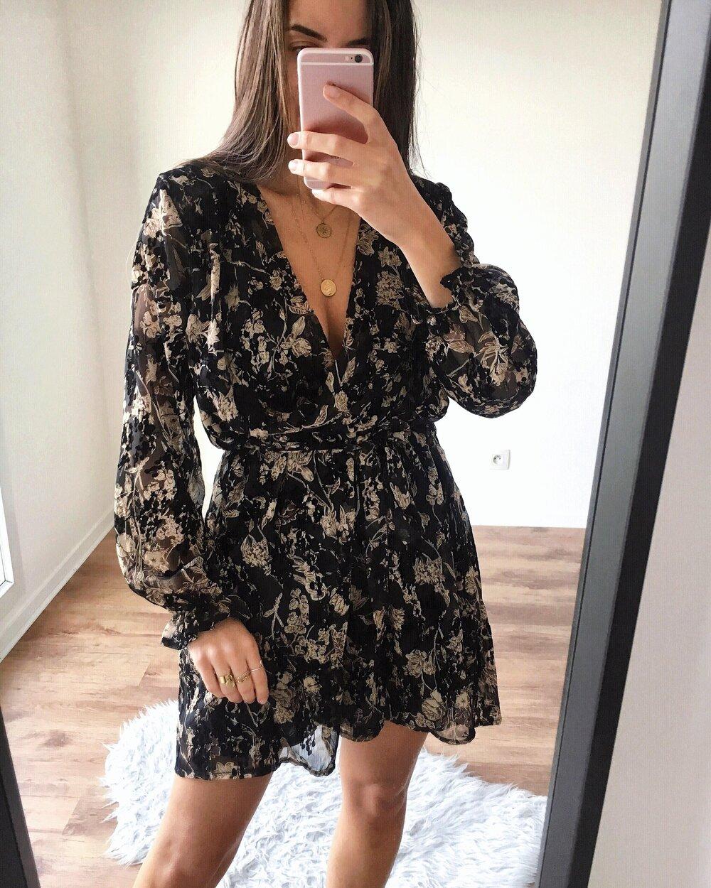 Robe Fleurie Noire Beige Les Vetements Branches De Paris