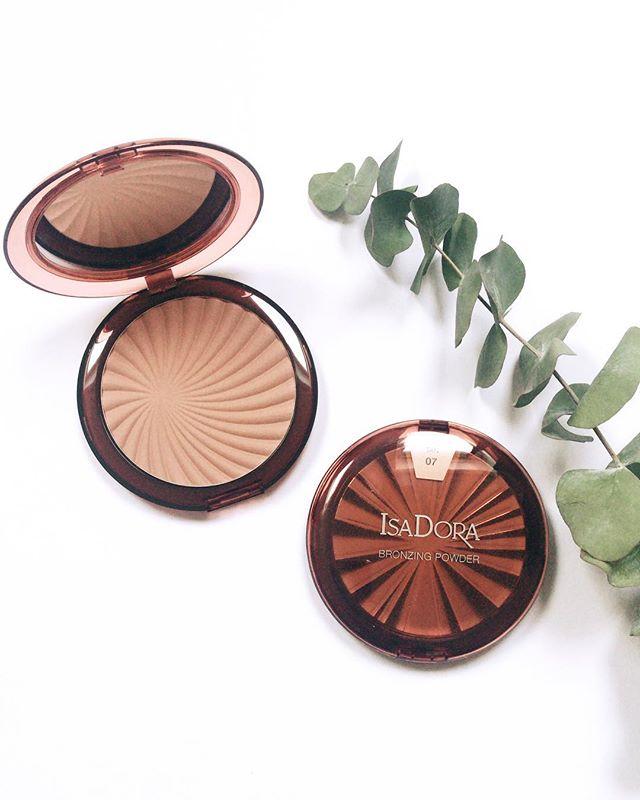 🌿 . . #isadora #makeup #bronzer #pressutskick