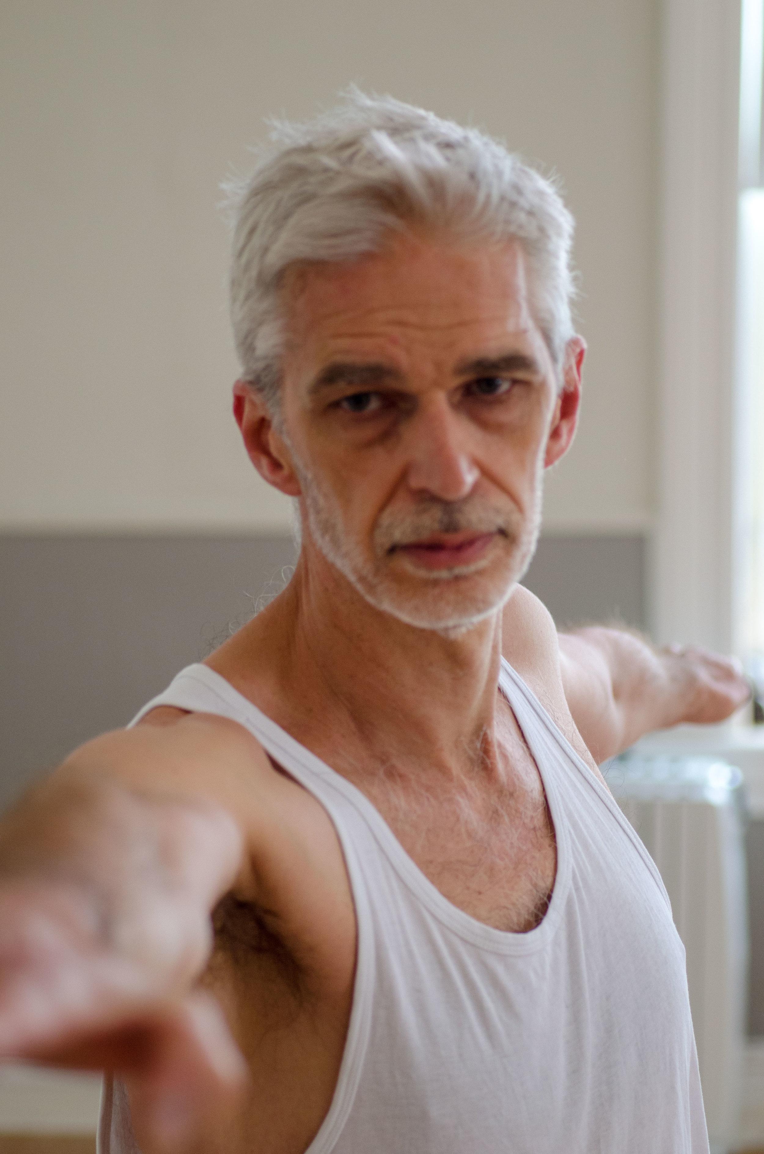 Martin Van Gastel, Ashtanga yoga instruktør med utdanning fra HiYoga med Basia Lipska
