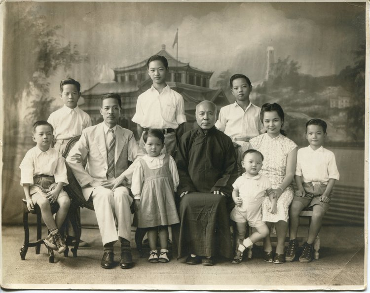 Lum Dong Wing, son Lum Yau Gen and family.jpg