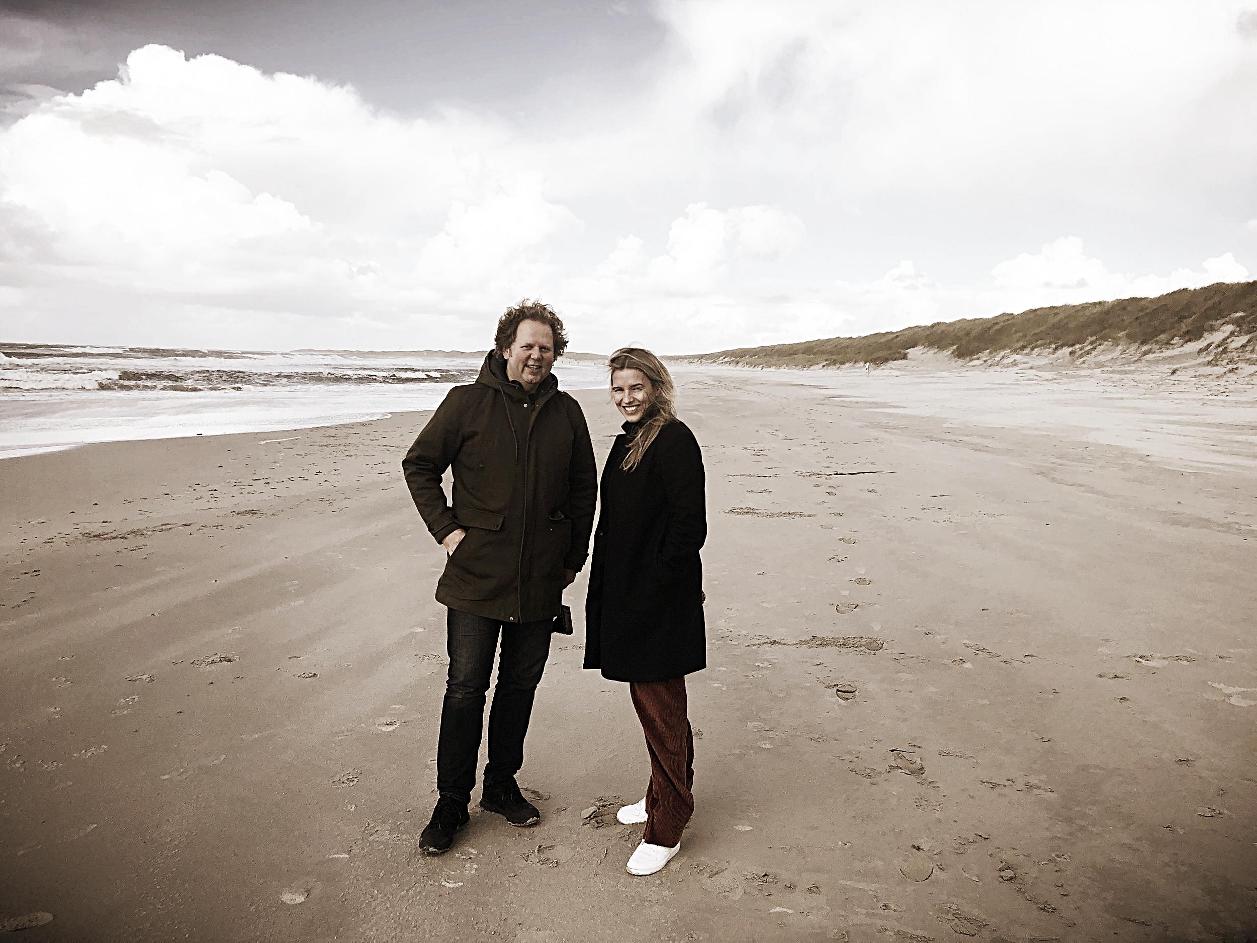 Forblåste forfattere, Jan Zahl og Mari Grydeland. Fotograf: Geir Ramnefjell.