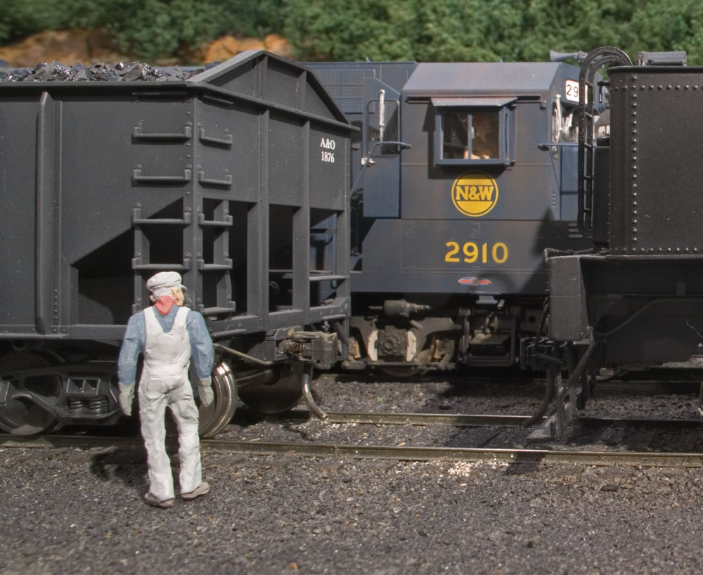 An A&O brakeman cuts loose yet another coal drag in Willow Creek coal marshalling yard under the watchful eye of the N&W transfer from Bluefield.