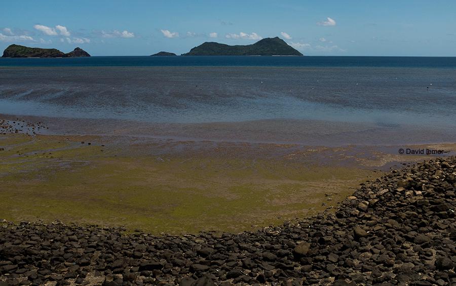 Plage de Mtsahara  - Grande Terre - N/O / Vue sur l' îlot Mtsamboro  et  Choizil