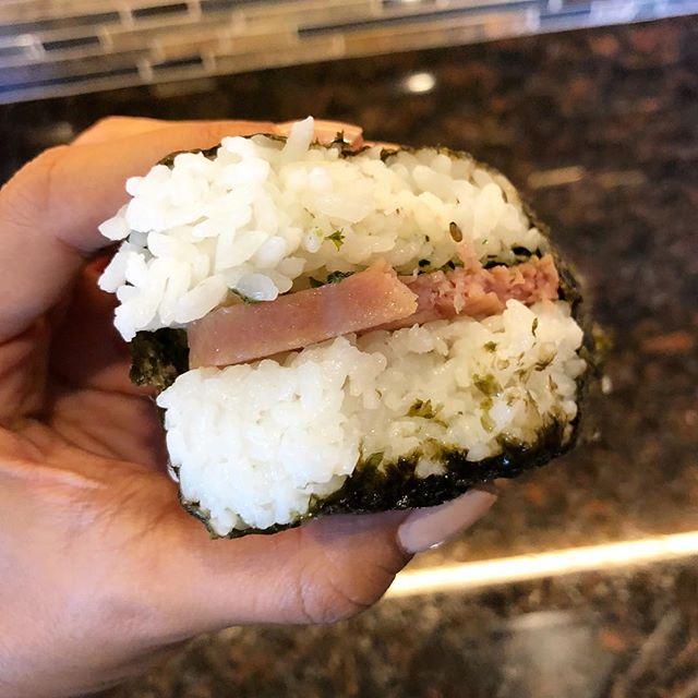 🤤🤤🤤 #localgirl #spammusubi #snack #grabngo #hawaii #kta #kona