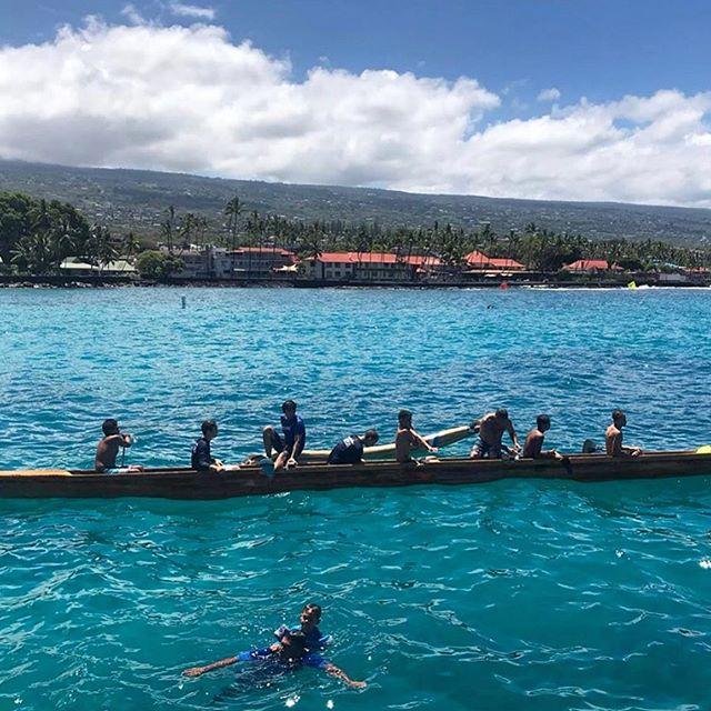 It's Moku O Hawaii Outrigger Canoe Racing Season! Drop by the KAILUA-KONA Pier this Saturday 5/25 as well as 6/8 to see all the action🔥 PC: @jacquieb111 . . . #ABREhawaii #Hawaii #HawaiiEvents #Kona #KonaEvents #KonaLifestyle #BigIsland #BigIslandEvents #HawaiiLife #Kaiopua #Outrigger