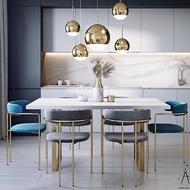 Loving the mixed color seating and gold accents in this dining space! 📷: @vae.by